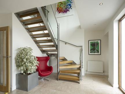 小复式设计楼梯如何装修 小复式楼梯设计注意事项